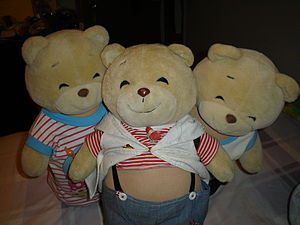 English: A photograph of 3 teddy bears.